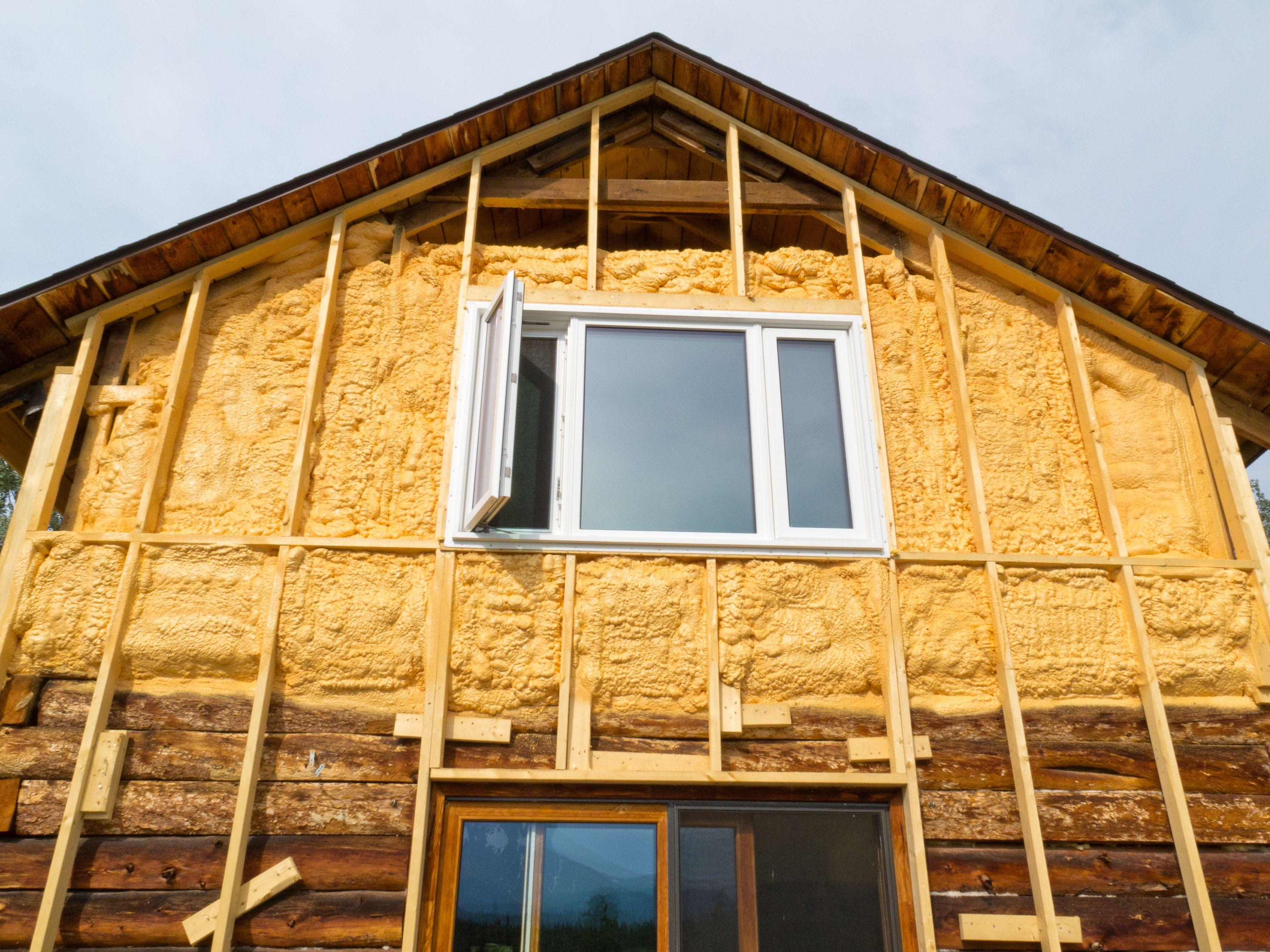 Чем утеплить деревянный дом снаружи своими руками